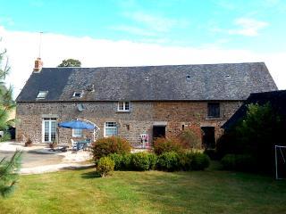 Perfect 3 bedroom Carelles Farmhouse Barn with Internet Access - Carelles vacation rentals