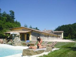 Large Marche villa with pool ideal up to 27 guests - Apecchio vacation rentals