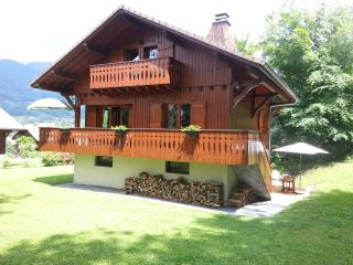 4 bedroom Chalet with Internet Access in Morillon - Morillon vacation rentals
