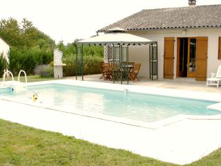 Comfortable 3 bedroom Perigueux Villa with Internet Access - Perigueux vacation rentals