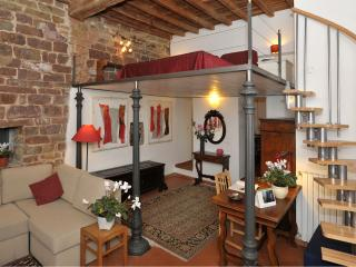 Cool and comfortable 1 bedroom Florence flat in convenient location - Florence vacation rentals