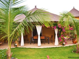 SALY - 4 CHAMB. - PISCINE JACUZZI - PLAGE A 80M - Mbour vacation rentals