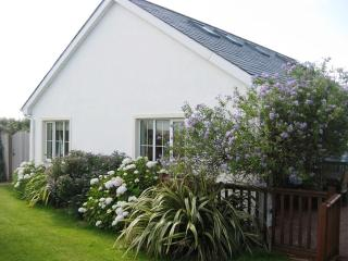 Bright Cottage with Tennis Court and Microwave in Brittas Bay - Brittas Bay vacation rentals