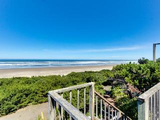 Oceanside Big Stump Beach getaway - dog-friendly, romantic, and cozy! - Waldport vacation rentals