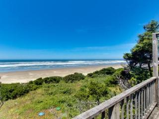 Dog-friendly oceanside cottage - 2 units in 1. Easy access to secluded beach! - Waldport vacation rentals