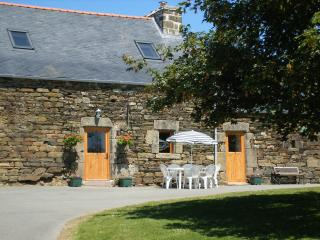 Bright 2 bedroom Cottage in Loqueffret with Internet Access - Loqueffret vacation rentals