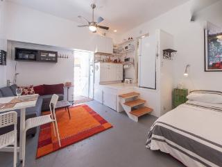 Venice Beach studio, great location, great price - Los Angeles vacation rentals