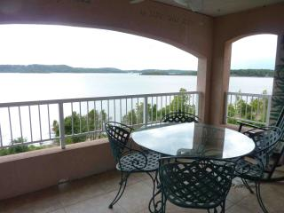 Table Rock Lake side Branson Penthouse Condo - Hollister vacation rentals