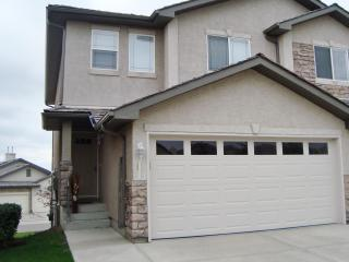 Upscale! 3 BR Executive  Townhouse Nw Calgary - Calgary vacation rentals
