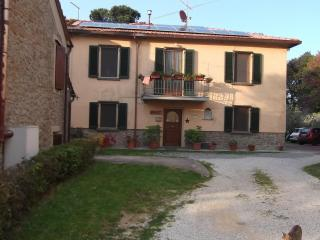 Nice 3 bedroom Lamporecchio Bed and Breakfast with Internet Access - Lamporecchio vacation rentals