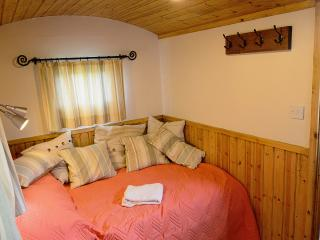 1 bedroom Shepherds hut with Private Fishing in Bethersden - Bethersden vacation rentals