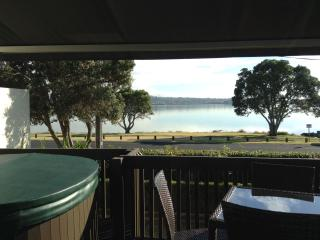 Seaview Cottage Close To Airport &  Downtown - Auckland vacation rentals