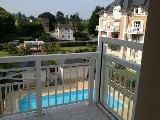 Sunny Bright Condo With Pool, Close To The Ocean - Dinard vacation rentals