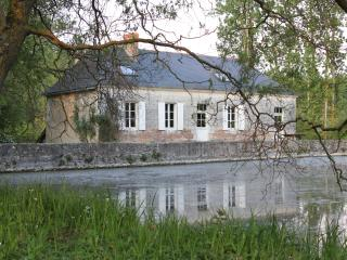 Spacious 4 bedroom House in Bauge - Bauge vacation rentals