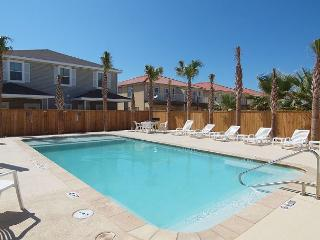 3/2.5 Townhouse Close to the Beach w/a Heated Pool - Corpus Christi vacation rentals