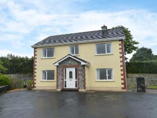 SKELLIG ARD, open fire, pet-friendly, ground floor bed and bath, in Clonbur, Ref. 904454 - County Galway vacation rentals