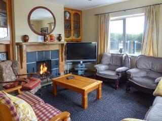 SKELLIG ARD, open fire, pet-friendly, ground floor bed and bath, in Clonbur, Ref. 904454 - Clonbur vacation rentals