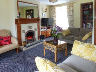 ST. ANNE'S, open fire, over three floors, two sitting rooms, in Clonbur, Ref. 904455 - Clonbur vacation rentals