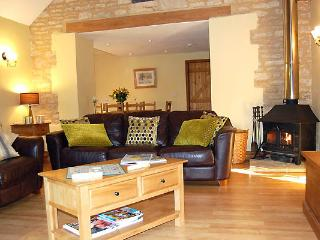 Bright 4 bedroom Barn in Northleach with Internet Access - Northleach vacation rentals