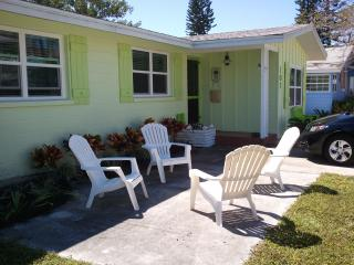 Paradise for Two [or One] - Steps to Gulf and Bay - Bradenton Beach vacation rentals