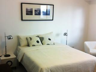 Cozy condo in Fort BGC - ICON H - Taguig City vacation rentals