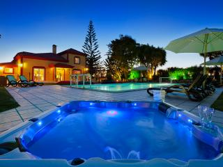 Casa Grande - 6 Bedrooms, outside kitchen, fenced pool, wheelchair friendly - Porches vacation rentals