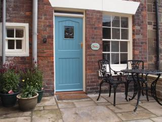 DUNSLEY in Staithes, romantic retreat for couples, with open fire and free wifi - Staithes vacation rentals