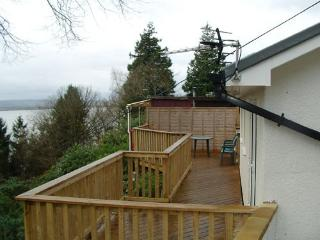 Lovely Bungalow with Deck and Dishwasher - Aberdovey / Aberdyfi vacation rentals