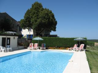 """Bellevue - """"La Grange"""" - Le Fleix vacation rentals"""