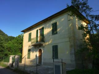 Bright 4 bedroom Villa in Bagnone - Bagnone vacation rentals