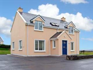 Cozy 3 bedroom Ballinskelligs Cottage with Parking Space - Ballinskelligs vacation rentals