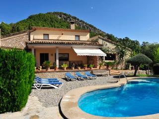 4 bedroom Villa in Pollenca, Mallorca : ref 2093572 - Pollenca vacation rentals
