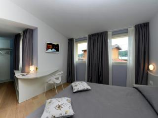 Beautiful room in Salò city - Salò vacation rentals