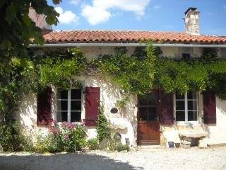 Cozy 3 bedroom Cottage in Chef-Boutonne with Internet Access - Chef-Boutonne vacation rentals
