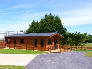 FALLOWS, detached, woodburning stove, patio with hot tub, fishing on site, Ref 914501 - Saint Asaph vacation rentals