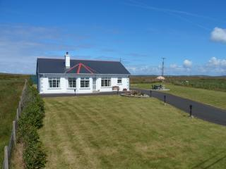 Comfortable 3 bedroom Belmullet Bungalow with Satellite Or Cable TV - Belmullet vacation rentals