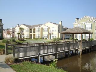 Beautiful 2 bedroom / 2 bath condo on lower level facing fountain. - Gulfport vacation rentals