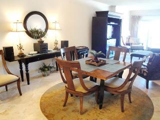 Beautiful 2 bedroom / 2 bath condo on beach with Gulf view! - Biloxi vacation rentals