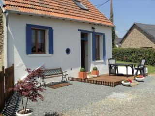Gite du Lavande, Famil Vacation Hideaway with pool - Chateaumeillant vacation rentals