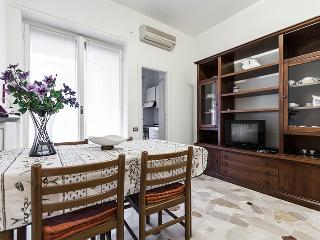 TAJANI - suitable for 4 people - Milan vacation rentals