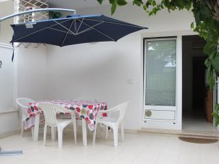 Nice Condo with Dishwasher and Short Breaks Allowed - Grado vacation rentals
