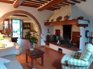 2 bedroom Farmhouse Barn with Internet Access in Tavarnelle Val di Pesa - Tavarnelle Val di Pesa vacation rentals