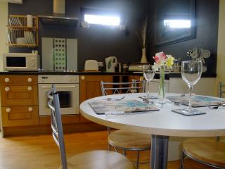 Romantic 1 bedroom Chalet in Charlton Kings - Charlton Kings vacation rentals