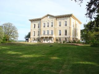 Rez de Jardin Chateau de Bézyl - Sixt-Sur-Aff vacation rentals