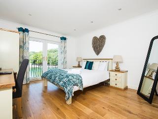 Five Star Pet Friendly Holiday Cottage - Wren, Blackbridge, Nr Milford Haven - Milford Haven vacation rentals