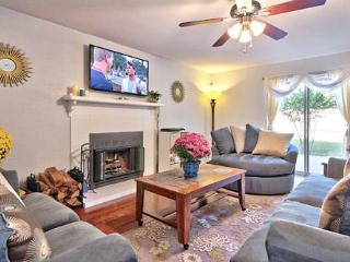 A WONDERFUL PLACE TO BE: AUSTIN 3BR 3BA PRIV YARD - Austin vacation rentals