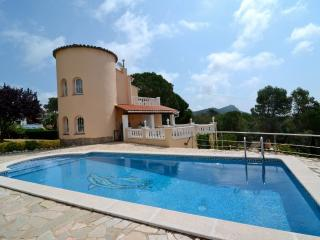 Bright 3 bedroom Torroella de Montgri Villa with A/C - Torroella de Montgri vacation rentals