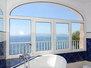 Charming 3 bedroom L'Estartit House with A/C - L'Estartit vacation rentals