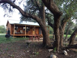 Four Sisters Ranch Cabin- 200 private acres! - Utopia vacation rentals