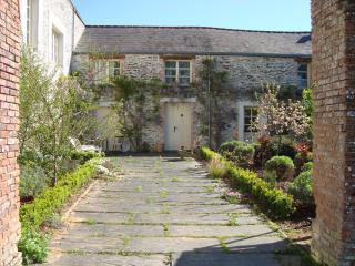 Gite La Rosa, Chateau de Bézyl - Sixt-Sur-Aff vacation rentals